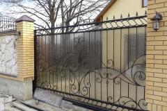 Кованые ворота с поликорбанатам