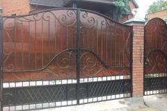 Кованые ворота и калитка с поликорбонатом